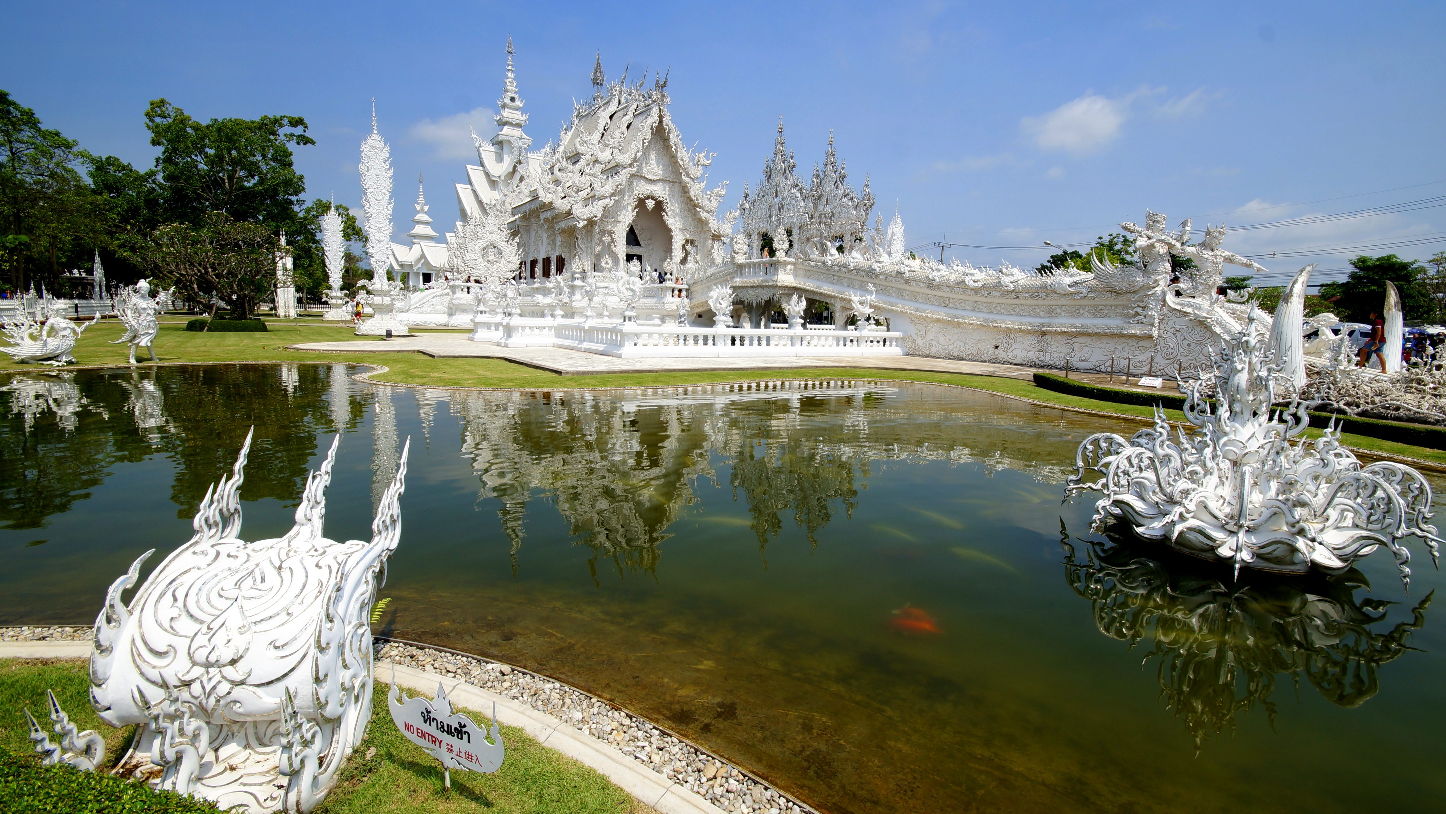 Von Chiang Mai nach Laos: White Temple, Black House und Golden Triangle | katetravels