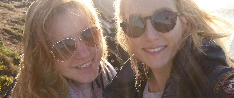 Nina und Kate in Irland