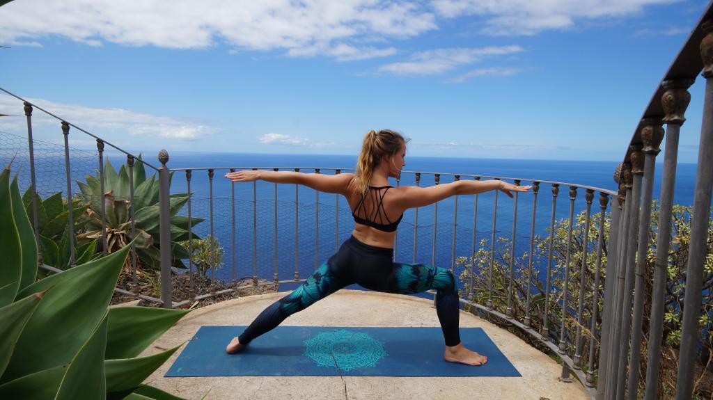 Sonnengruß: Anleitung für eine kurze Yoga-Einheit am Morgen