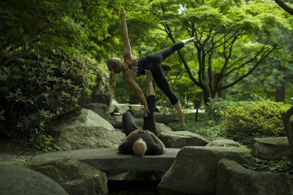 AcroYoga: Partnerakrobatik lernen