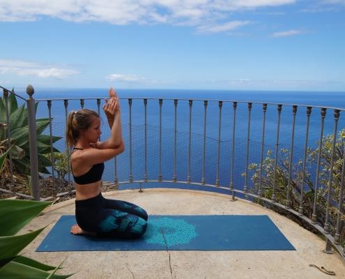 Sonnengruß: Anleitung für eine kurze Yoga-Einheit am Morgen Sonnengruß