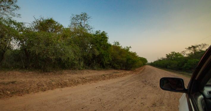 Autofahrt zum See bei Roboré