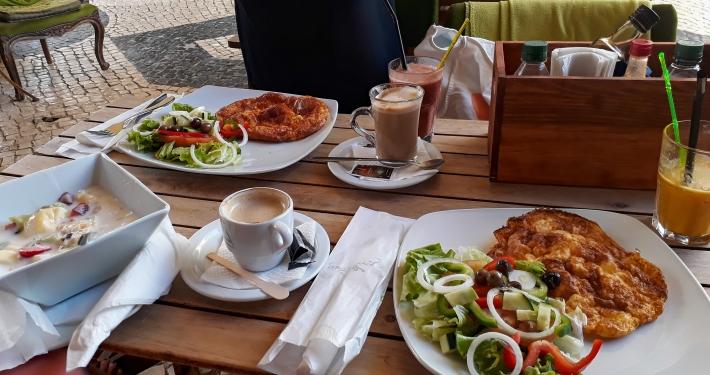 Frühstück im Bora Café