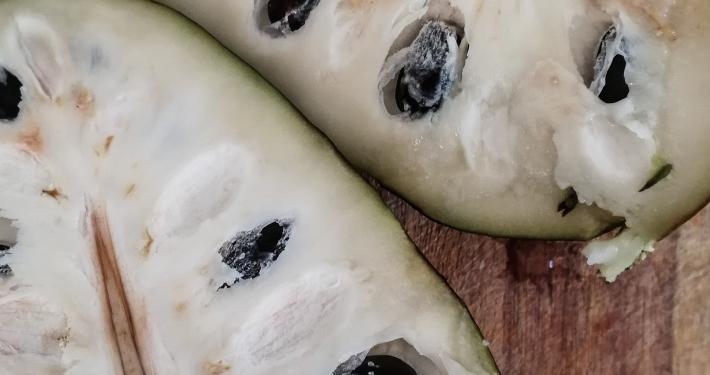 Drachenei-Frucht Cherimoya