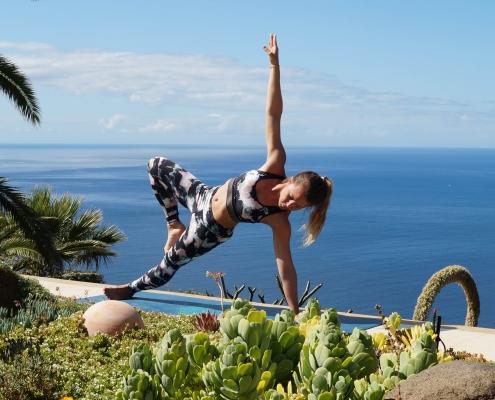 Seitliches Brett im Yoga Urlaub