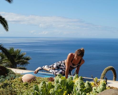 Training für Rumpf und Arme im Yoga Urlaub