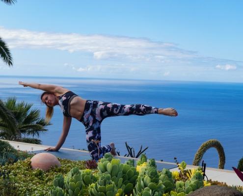 Beine und Flanken im Yoga Urlaub