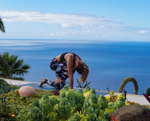 Vierfüßler Chrunch im Yoga Urlaub