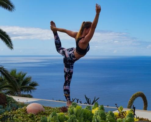 Tänzer Pose im Yoga Urlaub