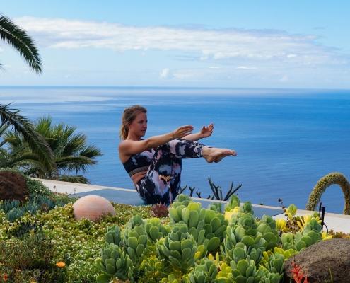 Boot Pose im Yoga Urlaub