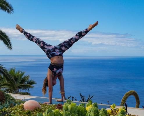 Handstand Split im Yoga Urlaub