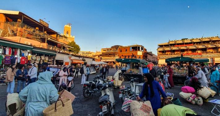 Verkäuferinnen auf dem Djemaa el-Fna in Marrakesch