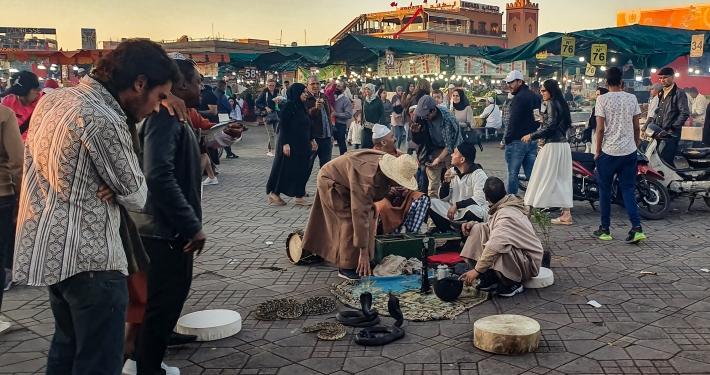 Schlangenbeschwörer auf dem Djemaa el-Fna in Marrakesch
