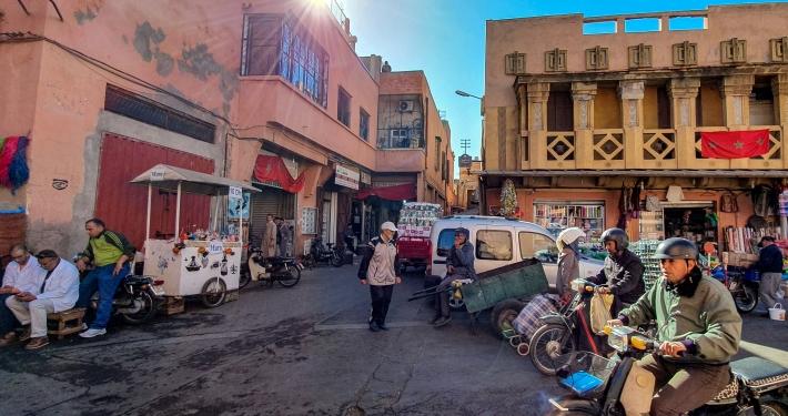 Volle Straße in Marrakesch