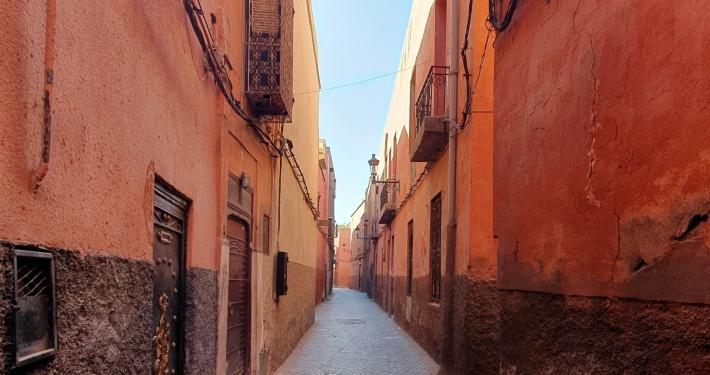 Gasse beim el-Badi Palast in Marrakesch