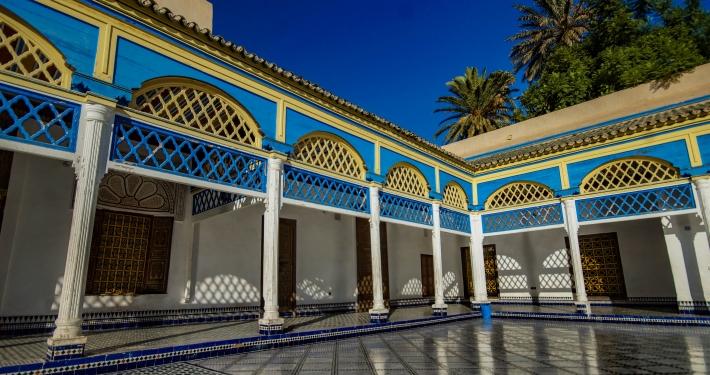 Kollonadengang im Bahia Palast Marrakesch