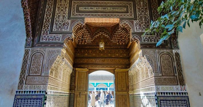 Verzierter Durchgang im Bahia Palast Marrakesch