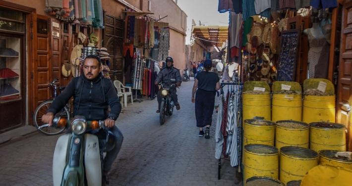 Mopeds in den Gassen in Marrakesch
