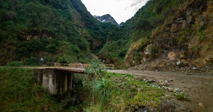 Brücke über Lluskamayu Fluss Salkantay Trek