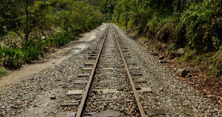 Entlang der Schienen des Salkantay Trek