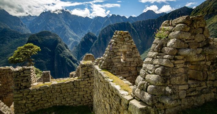 Überreste eines Steinhauses in Machu Picchu