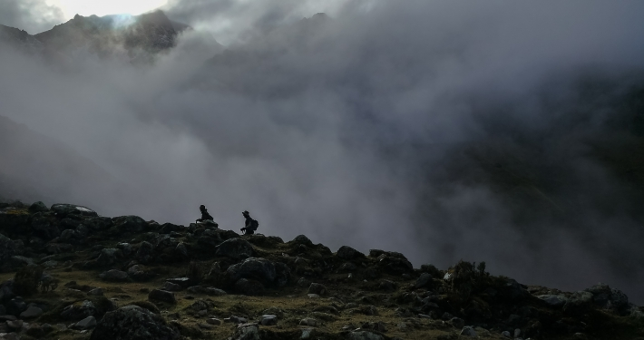 Wandern im Nebel zum Salkantay