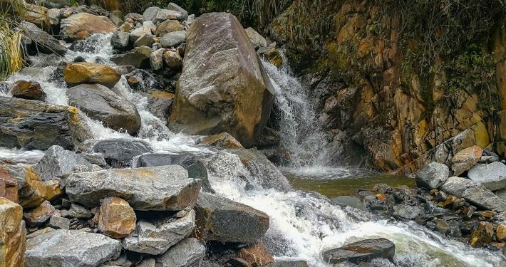 Flussüberquerung beim Salkantay Trek
