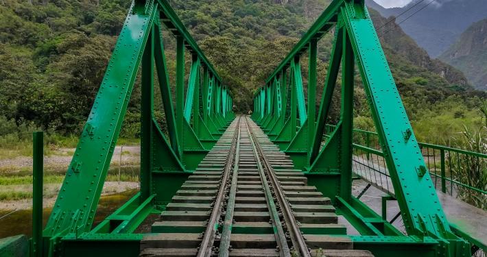 Eisenbahnbrücke auf dem Salkantay Trek