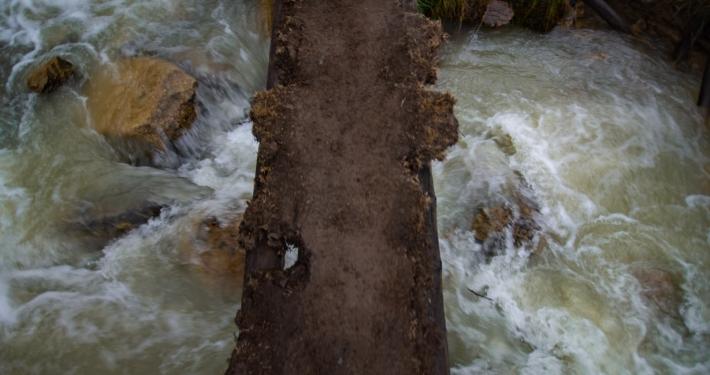 Verrtauenserweckende Brücke am Salkantay Trek