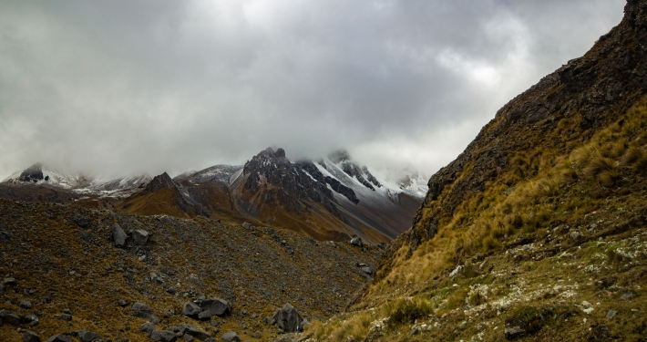 Schneebedeckte Berge am Salkantay Trek