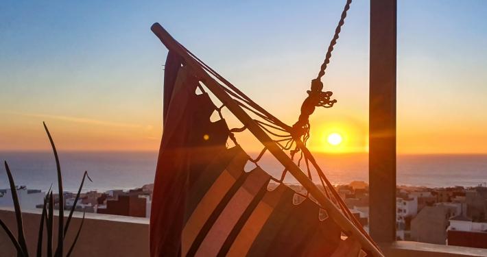Sonnenuntergang von Surfcamp Dachterrasse
