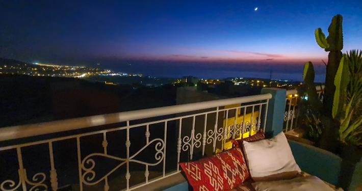Abende auf der Dachterrasse im Surfcamp