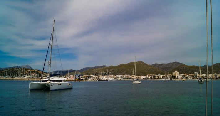Bucht von Segeltörn in Port de Pollença