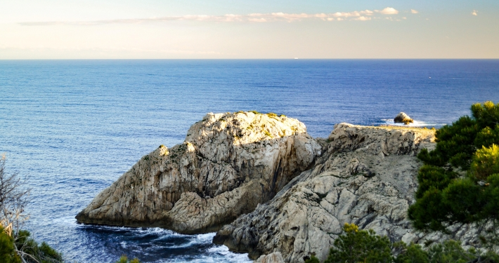 Steilküste am Faro de Capdepera in Cala Ratjada