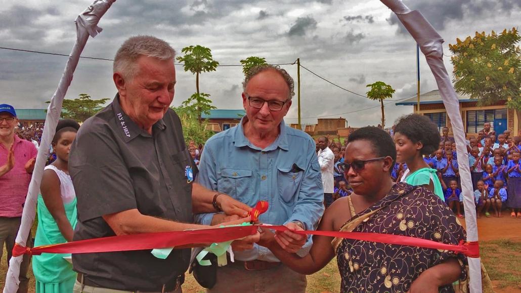 Eröffnung Schule Ruanda durch Fly and Help